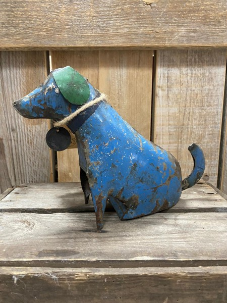 iron dog sitting , blauw